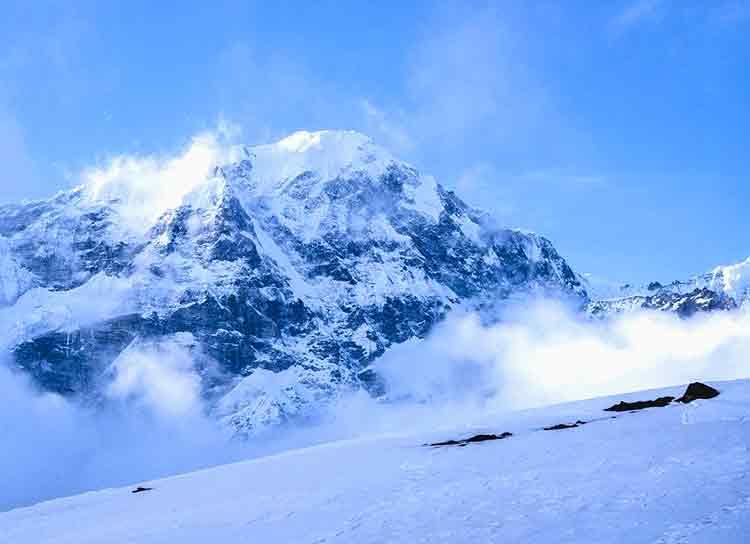 Snowy view of Yala Peak